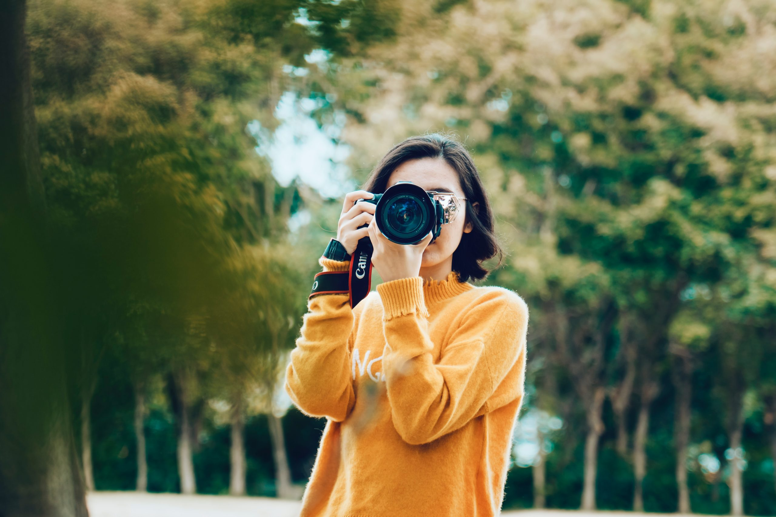 Woman with DSLR. By Marco Xu.